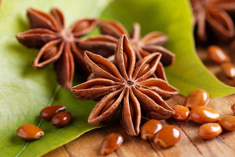 Семена аниса прячутся в красивой звездчатой коробочке