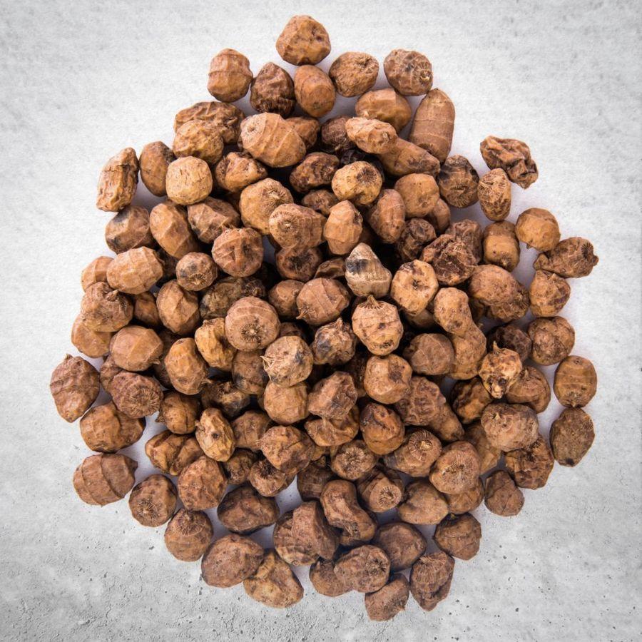 Плоды чуфы называют и земляным миндалём, и тигровыми орешками