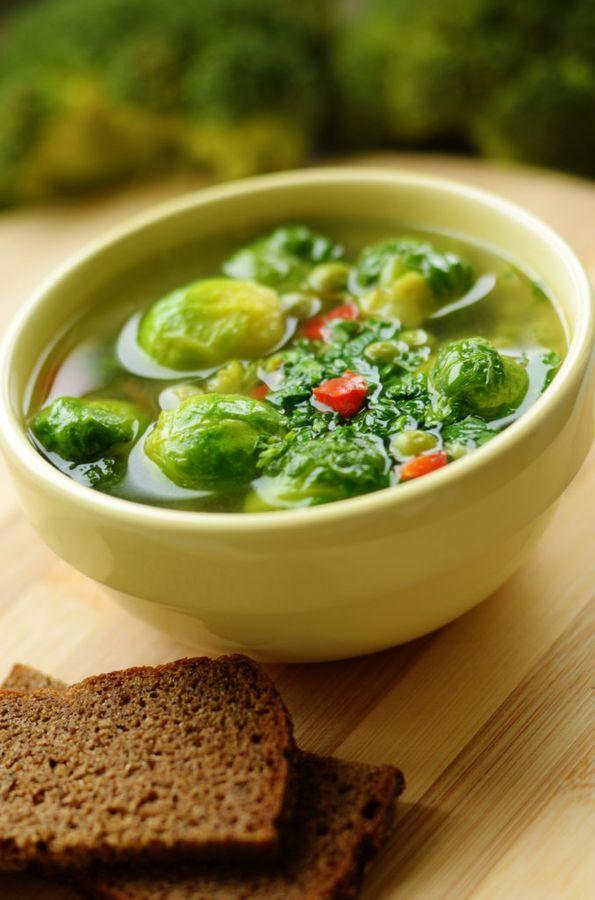 Суп из брюссельской капусты по питательности и полезности не уступают куриному бульону