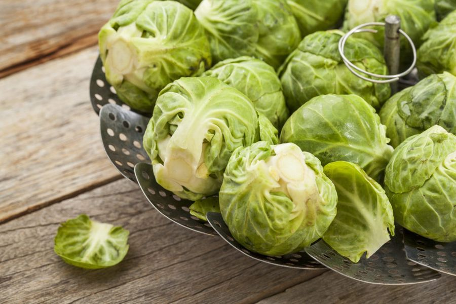 Лучший способ хранения брюссельской капусты - бланширование и последующее замораживание
