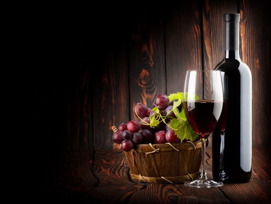 Основа глинтвейна составляет красное сухое или полусухое вино