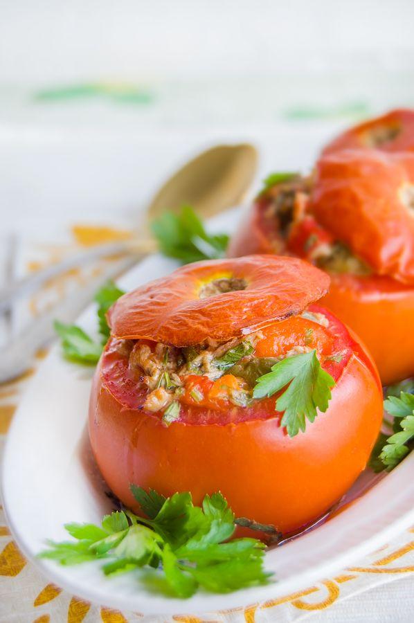 Фаршированные помидоры с тунцом и анчоусами - прекрасная закуска к новогоднему столу