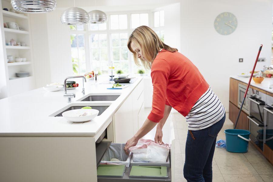 Генеральная уборка кухни - пожалуй, самый ответственный момент накануне празднования Нового года