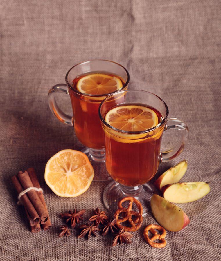 Подают горячий напиток в специальных бокалах