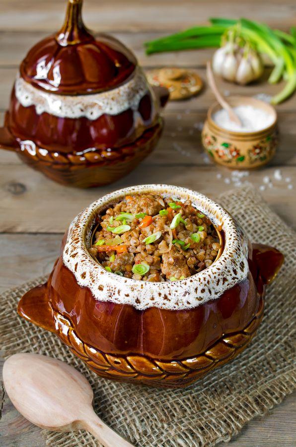 Крупяные каши среди старинных блюд, которые готовили в горшках в печи, занимают особое место