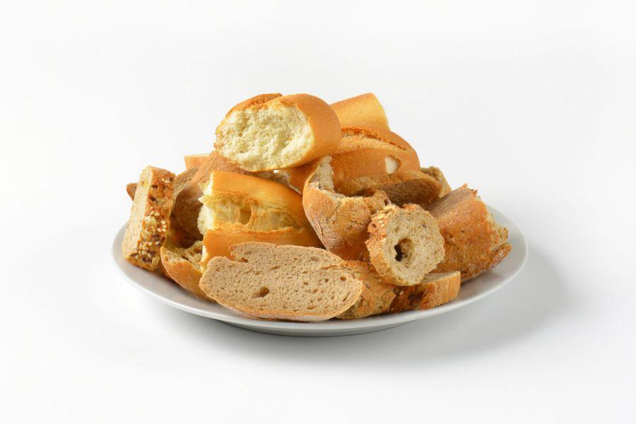 Черствый хлеб еще может оказать хорошую помощь