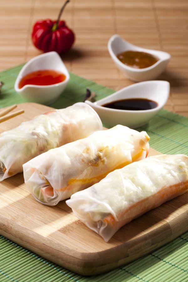 Китайские чуньбины называют ещё и весенними лепёшками, а завёрнутые с начинкой похожи на роллы