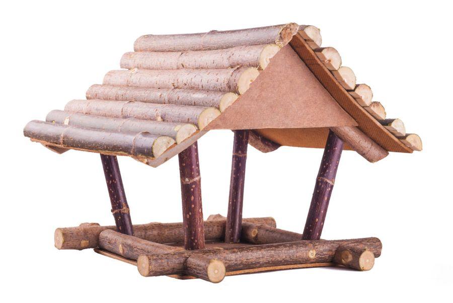 Для сооружения такой кормушки для птиц не нужно особых материалов и навыков