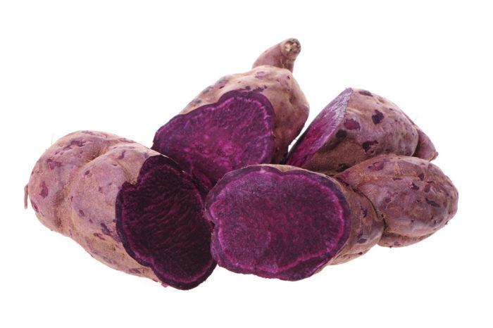 Картофель с необычным цветом кожуры и мякотью обладает низким содержанием крахмала