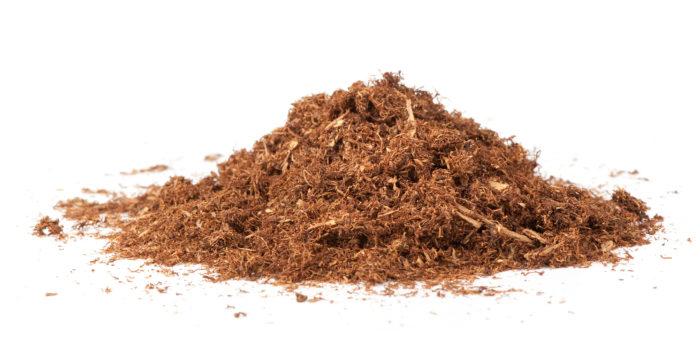 Табачная труха находит широкое применение в дачный сезон