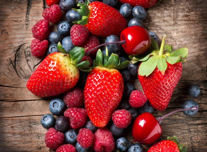 Богат июль на ягоды! Их обилие является предвестником холодной зимы.