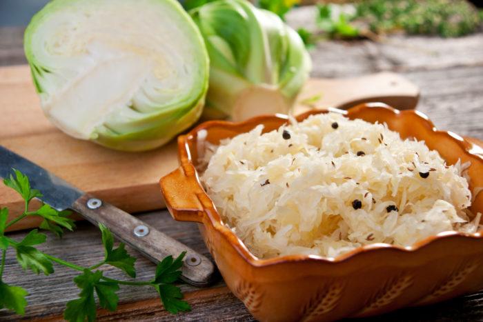 Квашеную капусту можно готовить и ранней осенью, и зимой, и весной