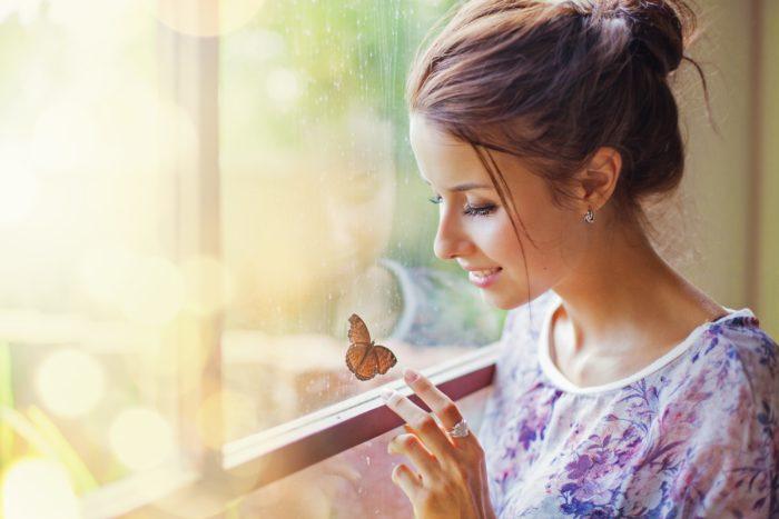 Женщина с бабочкой