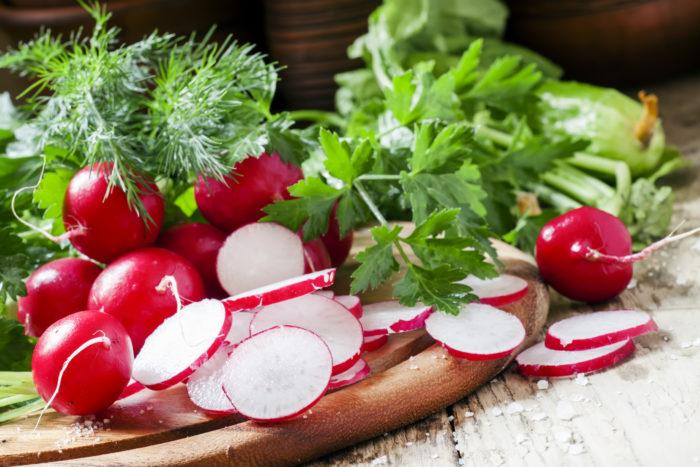 Пучок редиса обеспечивает суточную потребность взрослого человека в витамине С