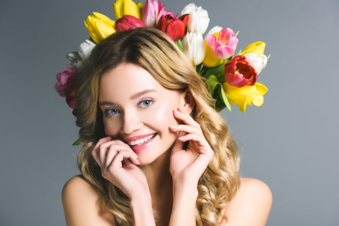 Девушка с тюльпанами