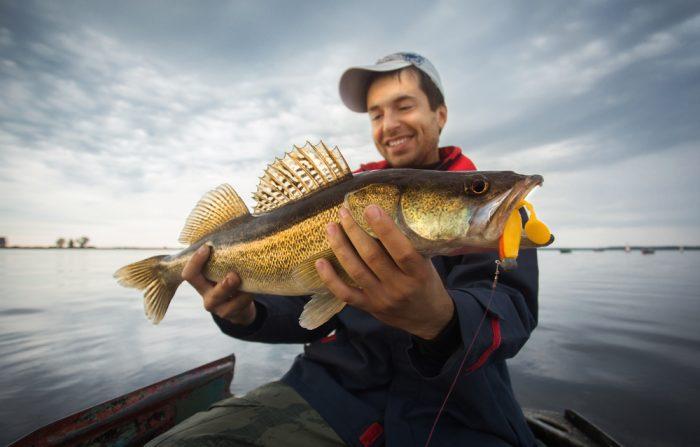 Рыбак с рыбой - примета к удаче