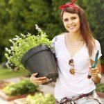 Девушка и пряные травы