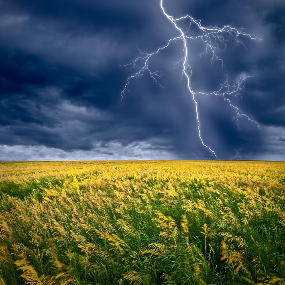 Молния и дождь