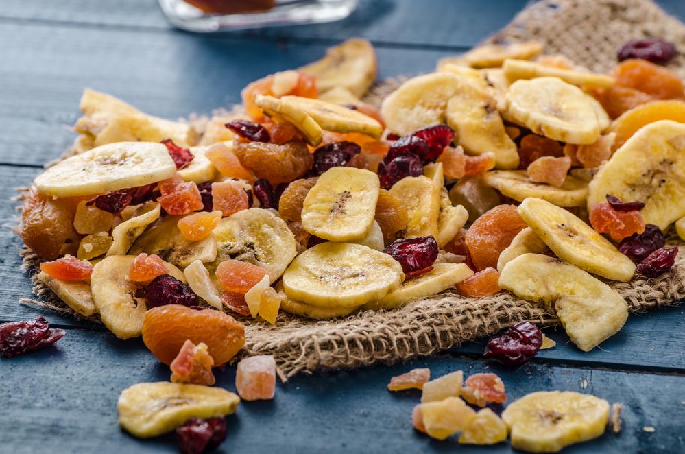 Обрабатывать и хранить сухофрукты можно разными способами: добавлять в другие блюда, варить компоты, подать на десерт