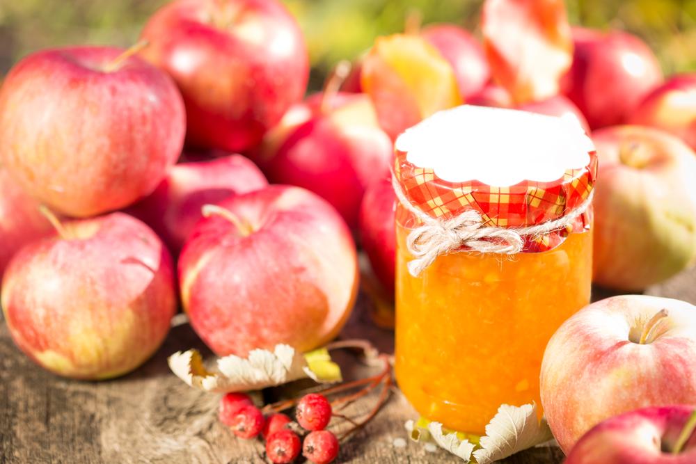 Варенье из яблок — отличное дополнение к праздничному столу.