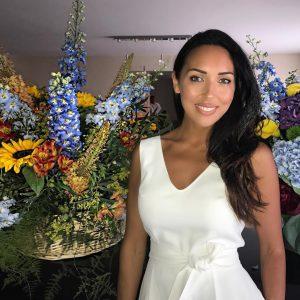 Алсу и цветы