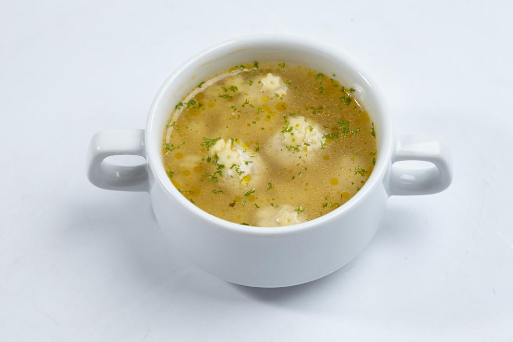 Фрикадельки для супа можно налепить заранее, разложить по пакетам и хранить в морозилке