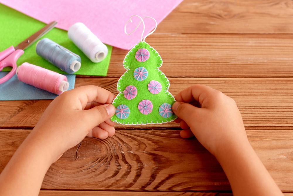 Много интересных игрушек можно сшить из фетра