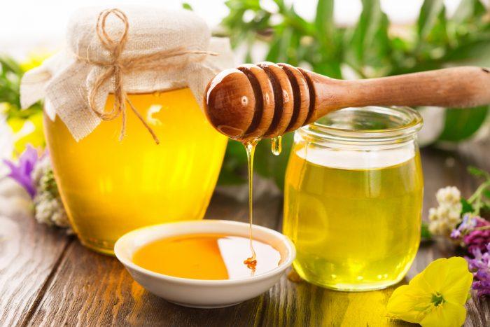 Мед из серпухи венценосной по вкусу слегка терпкий