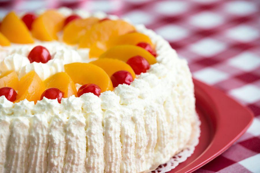 Торт с консервируемыми персиками